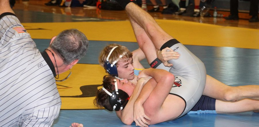 L-S grapplers go 0-2 at Sigourney, 2-3 at home tourney